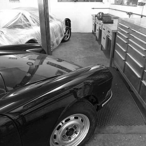 Blick in die Oldtimer-Werkstatt: Karosserie Garage, Bad Saulgau